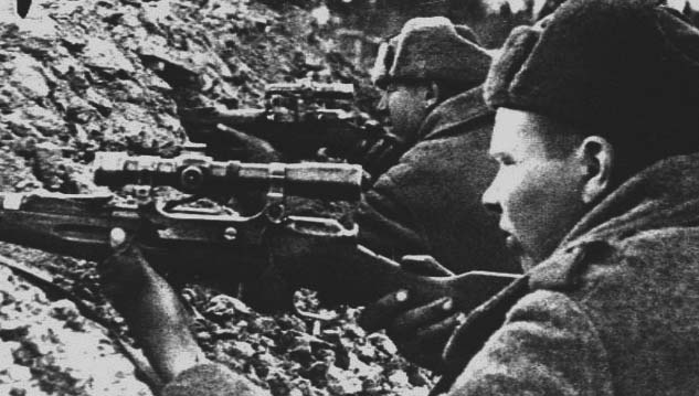Снайперы САРБАЕВ и ЦАРЁВ на огневой позиции.jpg
