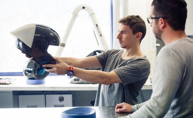 Shark и Хорхе Лоренцо демонстрируют технологии шлема Shark Race-R PRO  (видео)