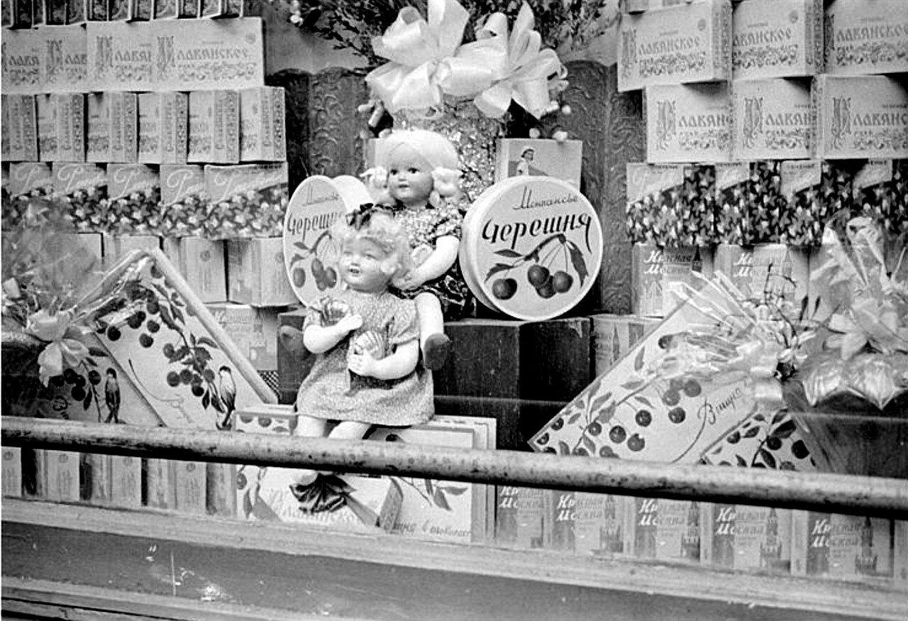 Витрины. 1947 г. Roger Parry