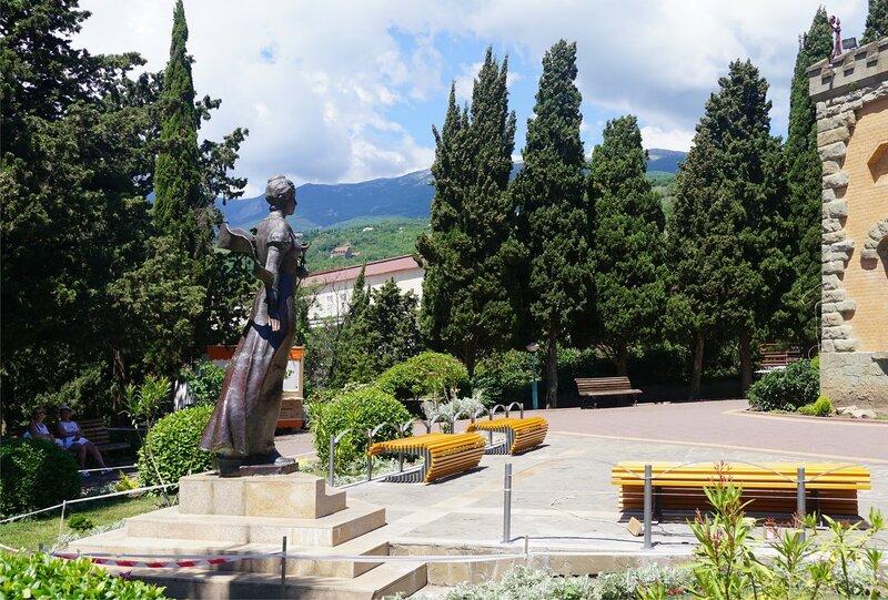 Перед Дворцом княгини Гагариной-санаторий Утёс