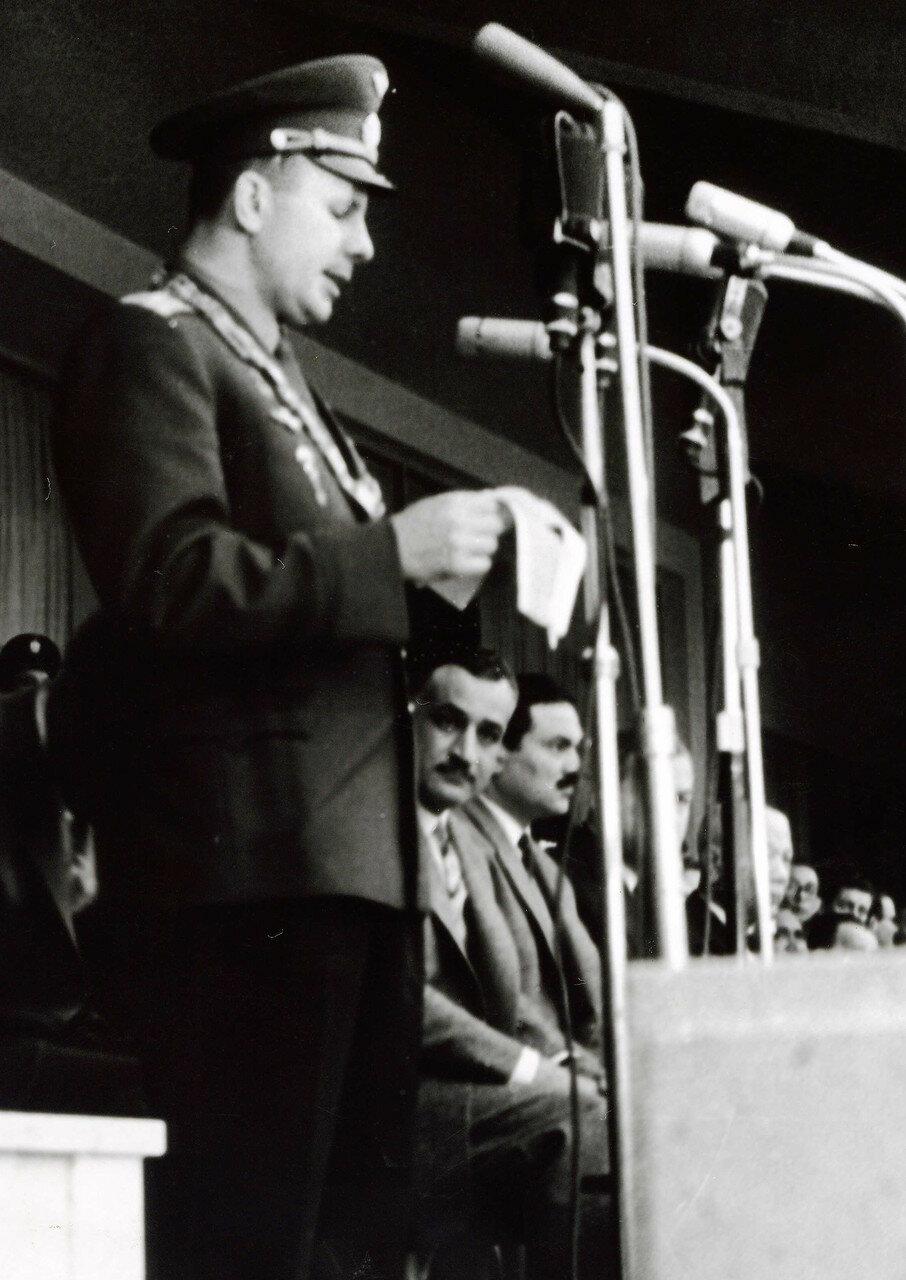 07.02. Гагарин выступает в Каирском университете