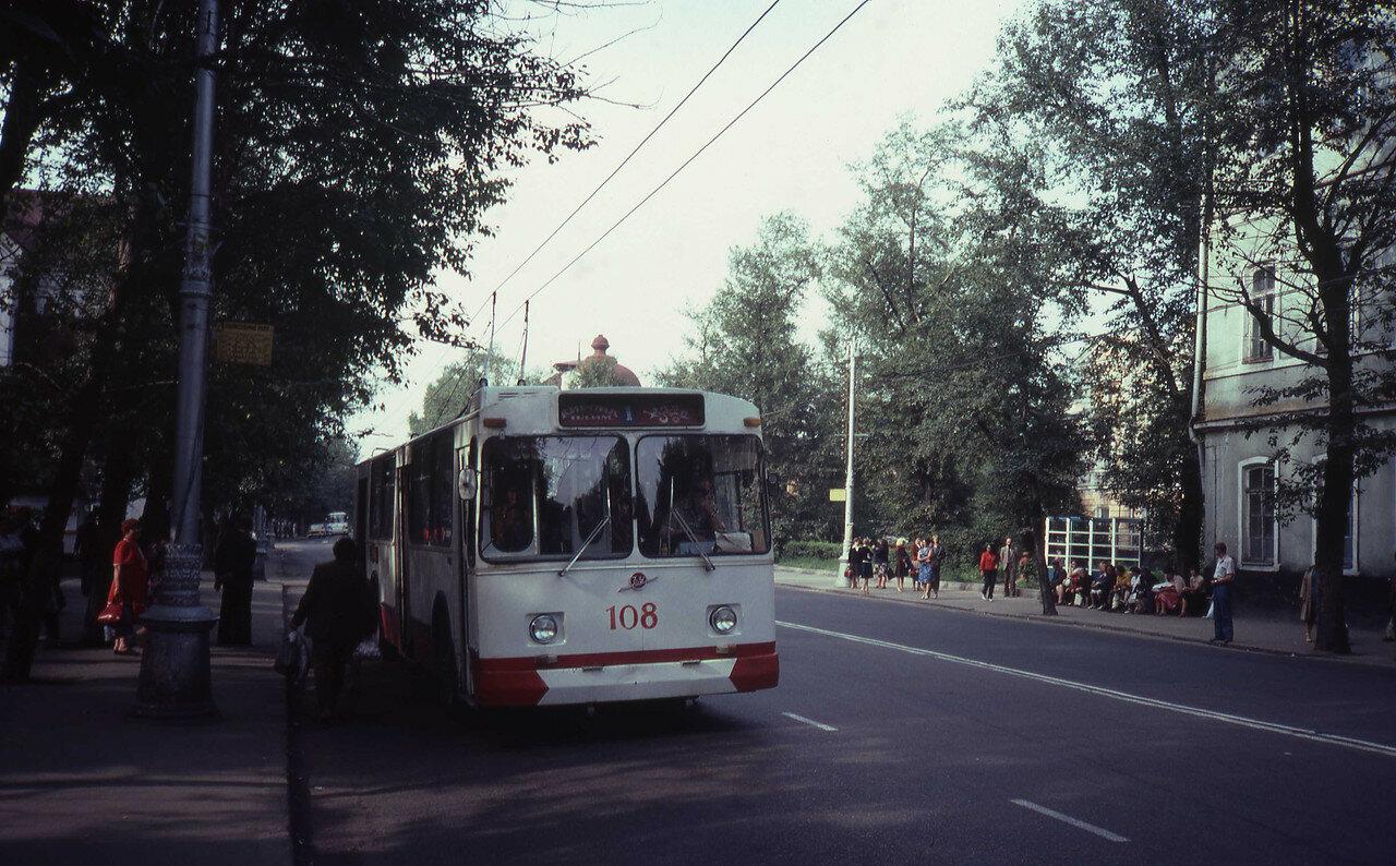 Иркутск. Остановка «Художественный музей» на улице Ленина