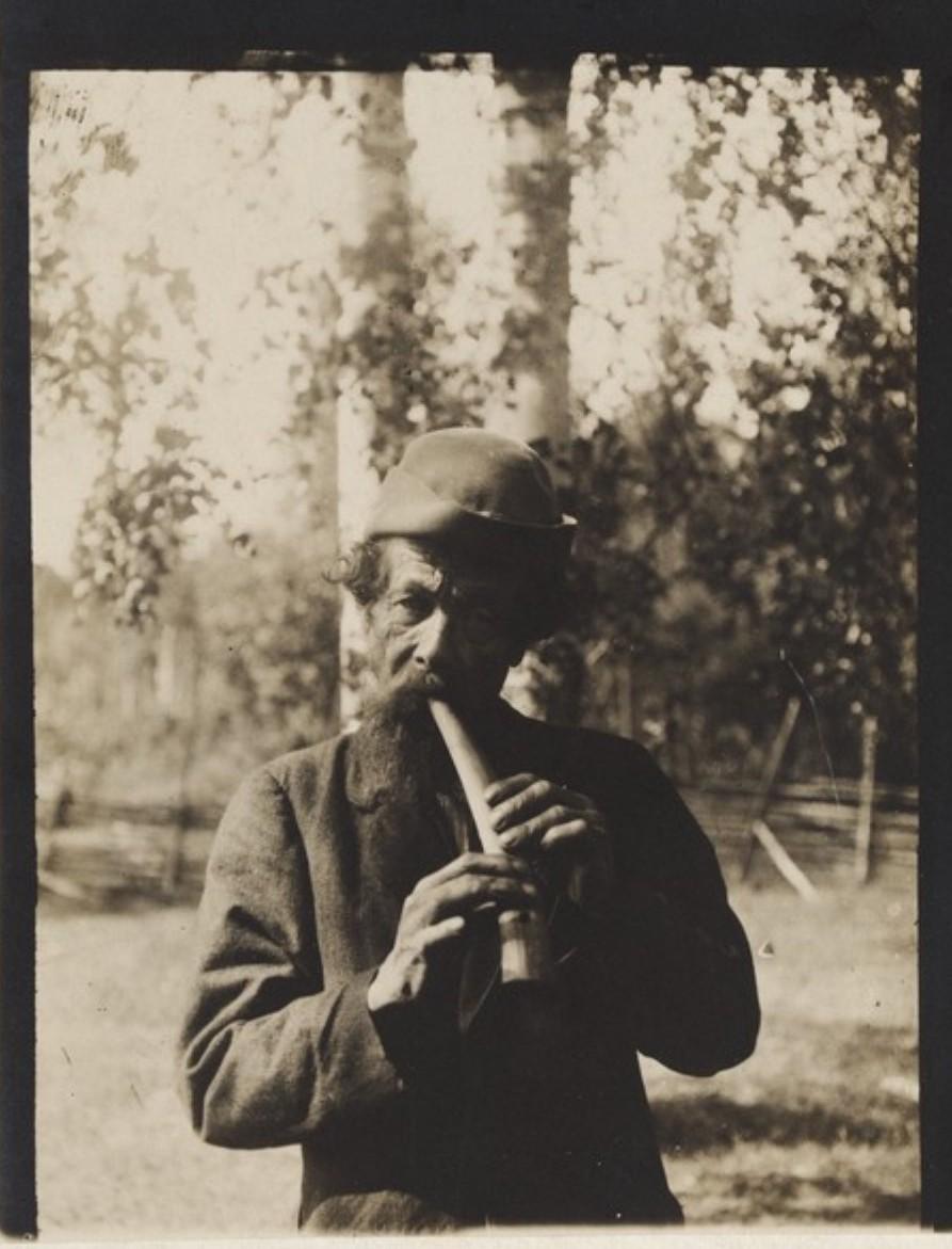 Китеэ. Якко Лонканен, играющий на рожке