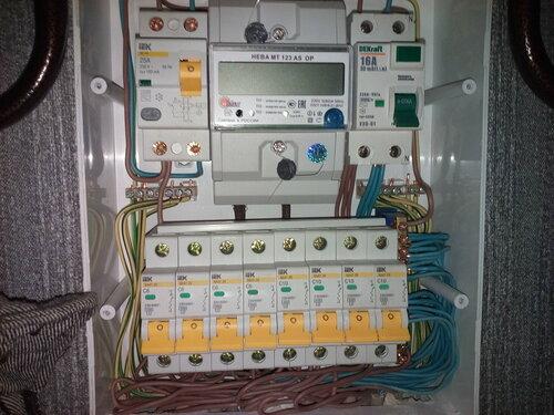 Срочный вызов электрика аварийной службы в квартиру из-за неисправности электрощитового оборудования