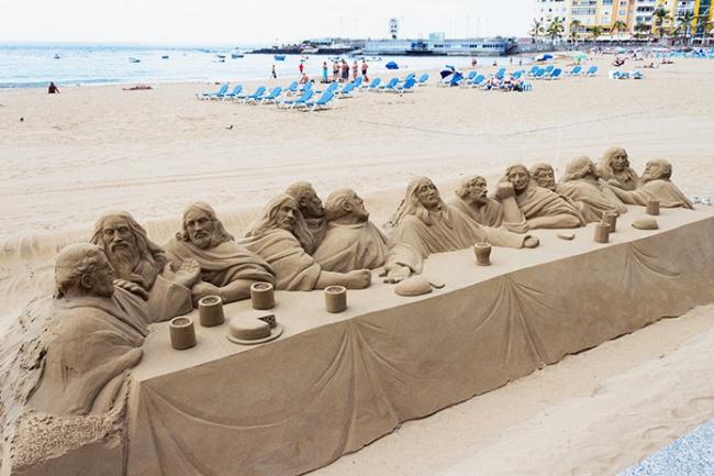 Песчаная скульптура «Тайная вечеря».