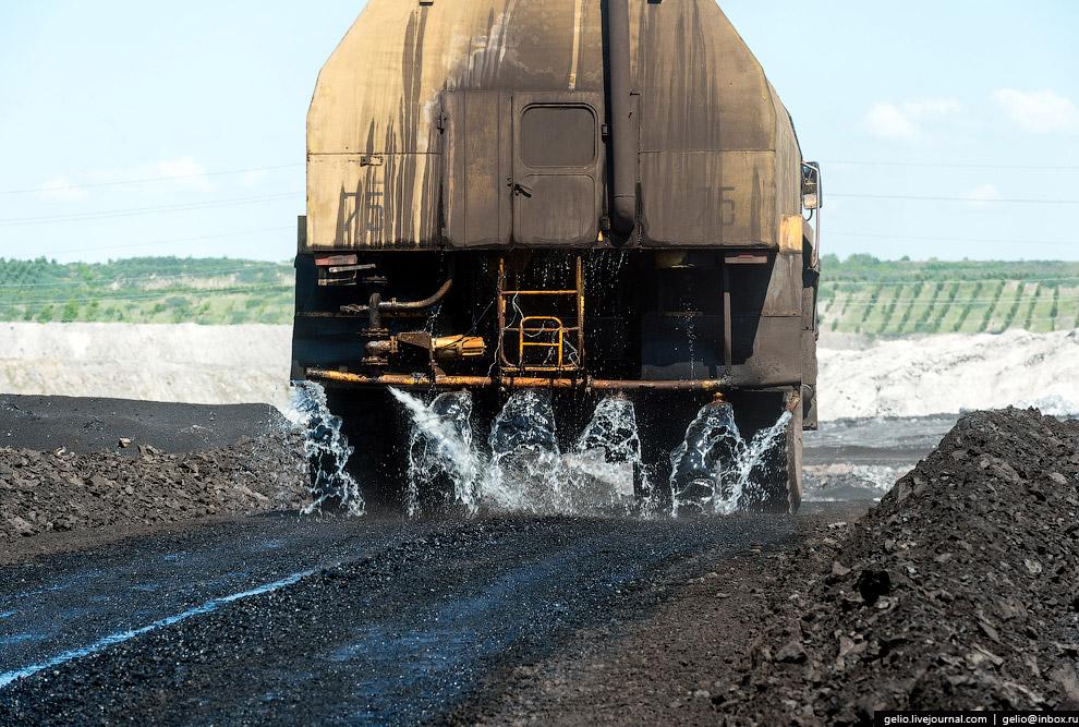 33. Перед добычей угля плодородный слой почвы снимают и размещают на складах. Потом эту почву возвра