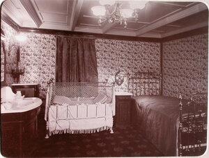 Вид [спальни], в которой установлена детская кроватка, для пассажиров яхты Штандарт.
