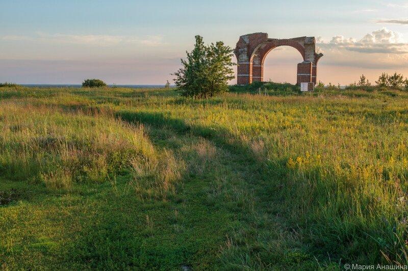 Руины Борисоглебской церкви на территории Старорязанского городища