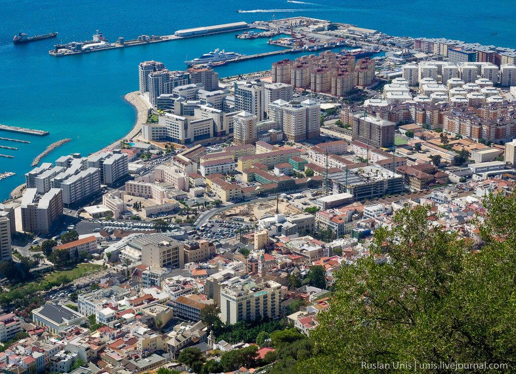 Гибралтар с высоты скалы
