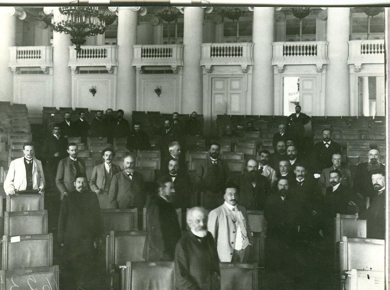 Группа депутатов Первой Государственной думы в зале заседаний Таврического дворца