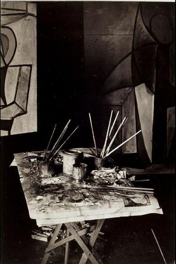 1945. Палитра Пикассо в мастерской на улице Великих Августинцев