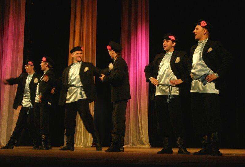 """Сегодня состоится выступление ансамбля танца """"Волжанка""""."""