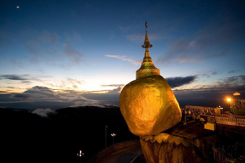 Пагода Чайттийо — самая необычная святыня в Мьянме.