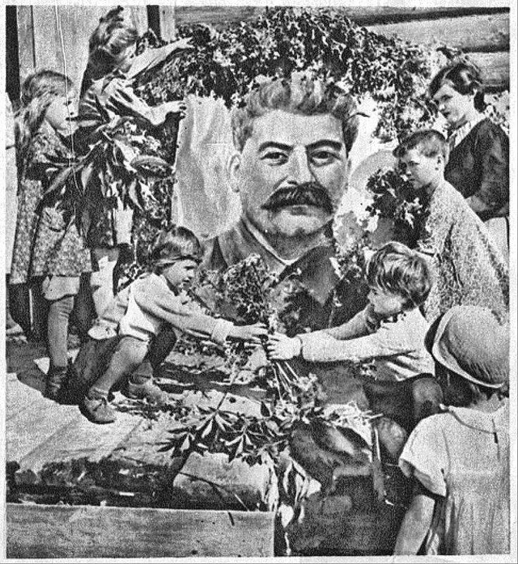 Присвоение тов. Сталину звания Генералиссимуса. Красноармейская иллюстрированная газета, № 1 (110), июль 1945 г.8 стр.