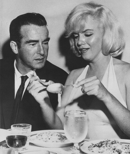 Marilyn Monroe and Montgomery Clift dine at an Italian restaurant in San Francisco.jpg