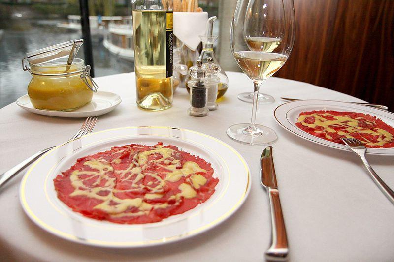 Ресторатор отметил в работах средневекового художника характерные сочетания красного и белого, напом