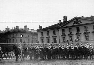 Штандартный взвод полка у казарм на Конногвардейском переулке в день полкового праздника.