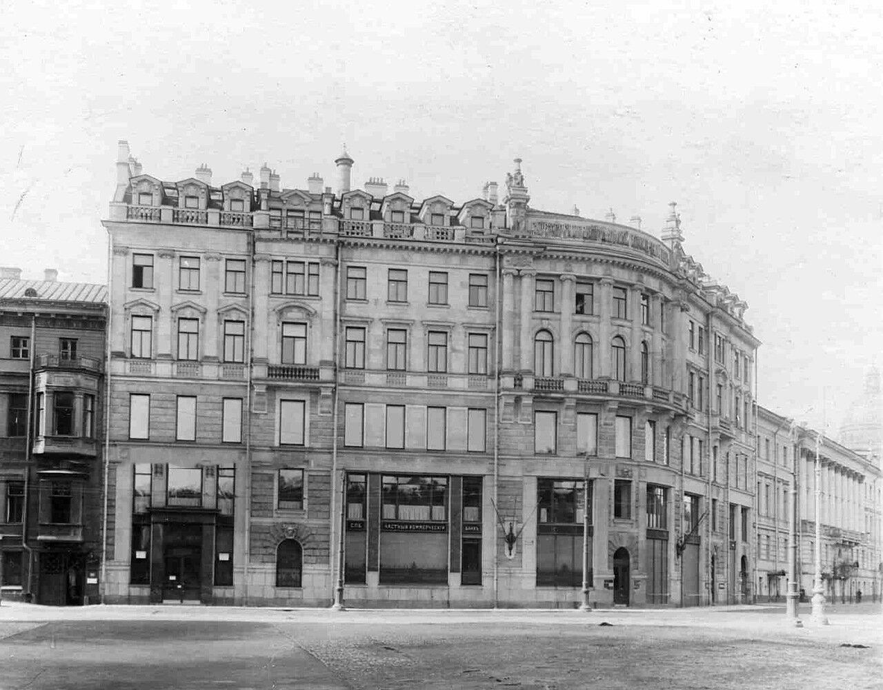 02. Внешний вид здания Петербургского частного коммерческого банка (Невский пр., д.1). Май 1914