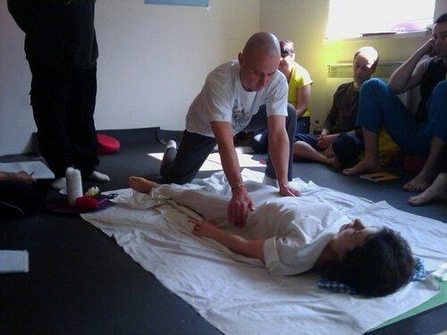 Прошел обучение в Международной академии традиционной тибетской медицины (IATTM) по курсам: «Тантра Основ» и «Тибетский массаж Ку Нье-1»