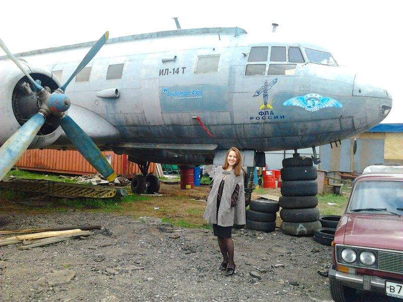 Виктория около Ил-14Т в Тушино