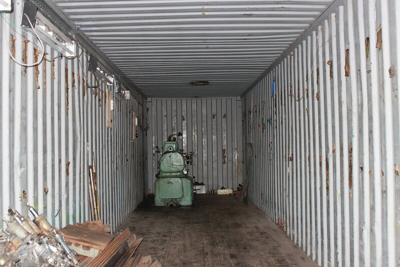 установка нового токарного станка в контейнер