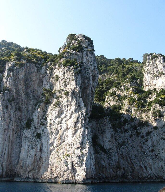 Скалы острова Капри.
