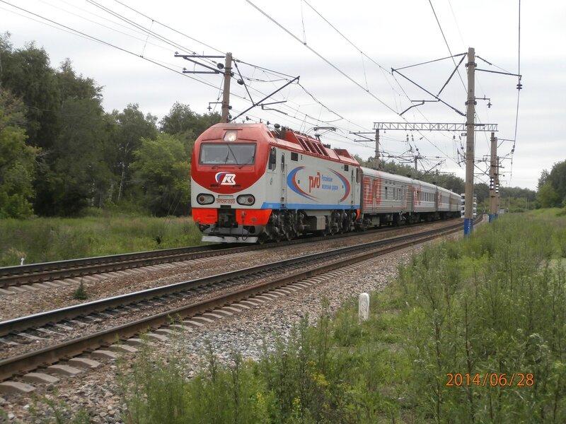 Электровоз ЭП2К-020 с поездом № 121