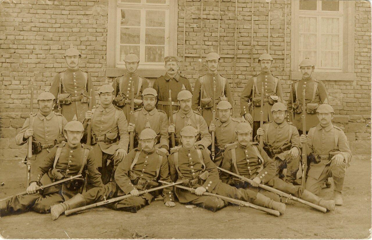 Landwehr-Infanterie-Regiment Nr. 71Aufgestellt in Erfurt (R.Stb., I., II.) und Gera (III.) Unterstellung: Festungsbesatzung Straßburg, 60. L.Brig. Kommandeur:Oberstleutnant HofmannI.: II.: III.:Major a. D. Corsep Major d. L. Virch Major a. D. Ulrich