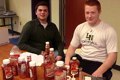 Американские школьники создали средство по борьбе с водянистостью кетчупа