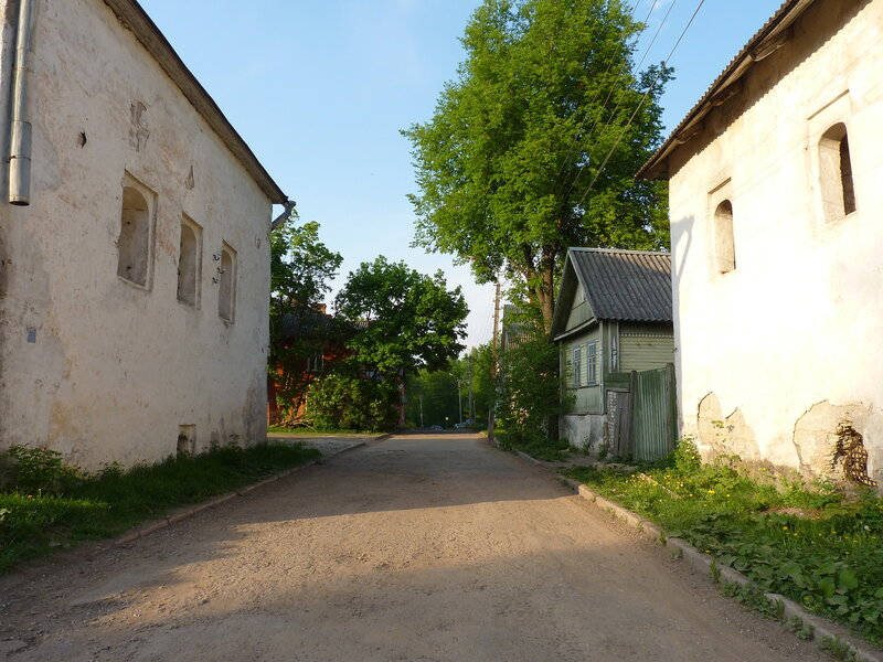 Улица между Домом Печенко и Солодежней