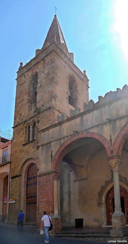 Колокольня и часть аркады церкви Matrice Vecchia. Castelbuono.