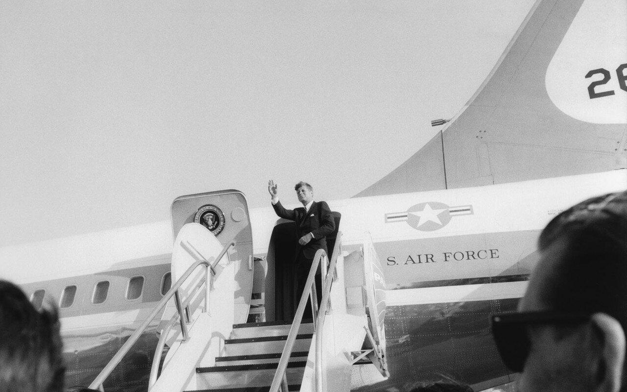23 июня 1963. Джон Ф. Кеннеди и его окружение в аэропорту Кельна