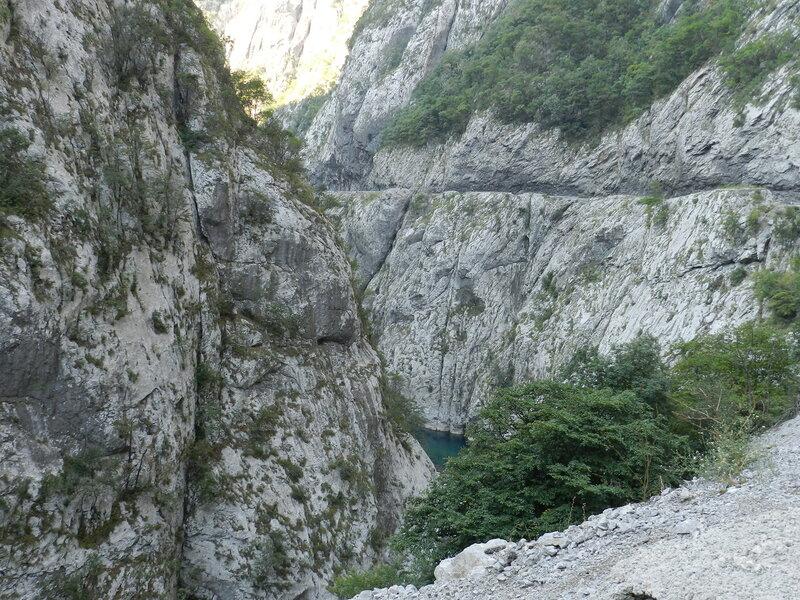 Каньон реки Морача летом