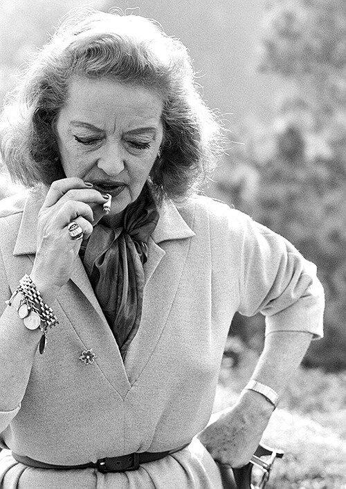 Bette Davis nn p9u09u09u98gh.jpg