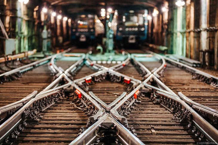 Что не видит пассажир метро (36 фото)