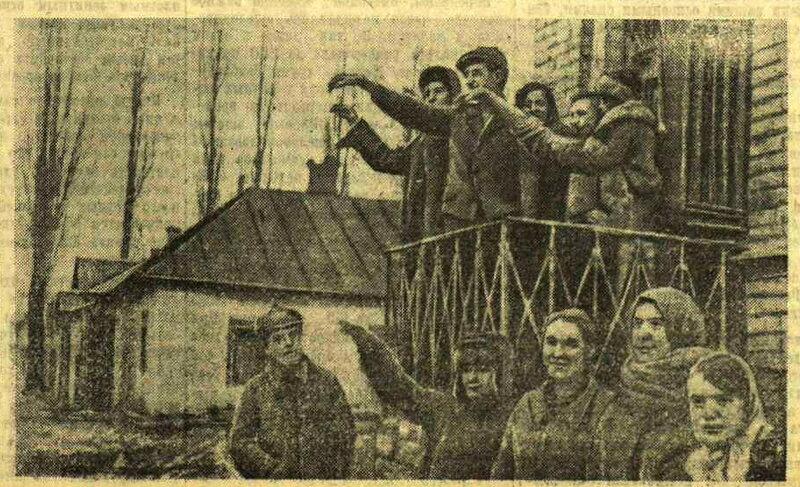 В ВИННИЦЕ. Население города приветствует части Красной Армии, вступившие в Винницу