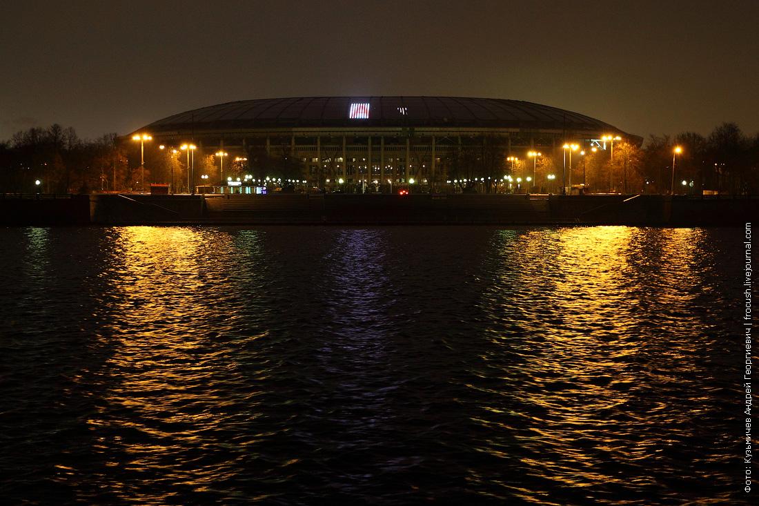 Большая спортивная арена олимпийского комплекса «Лужники» ночное фото
