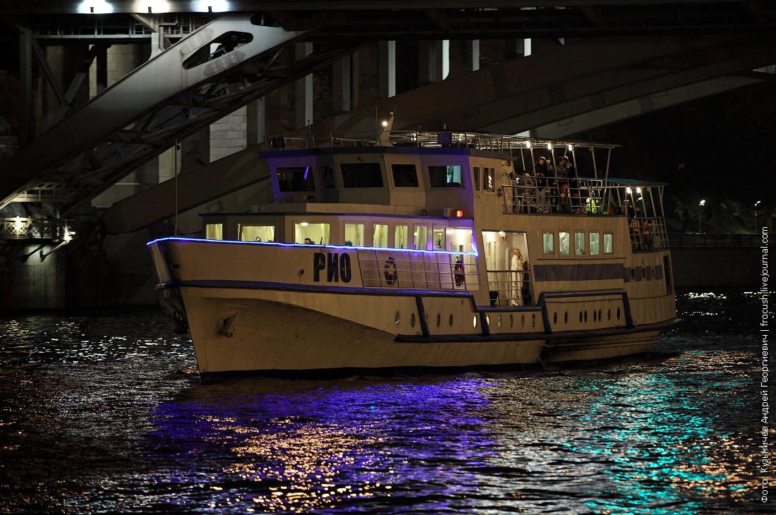 ночное фото теплоход Рио