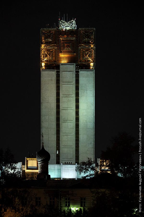 Ночное здание Президиума Российской академии наук