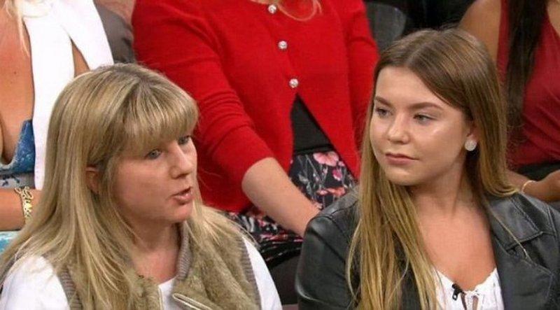 Мать позволила дочери увеличить губы ради зависти одноклассниц