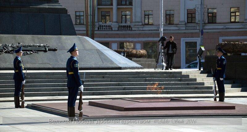 Площадь Победы, Минск 2016, возложение цветов