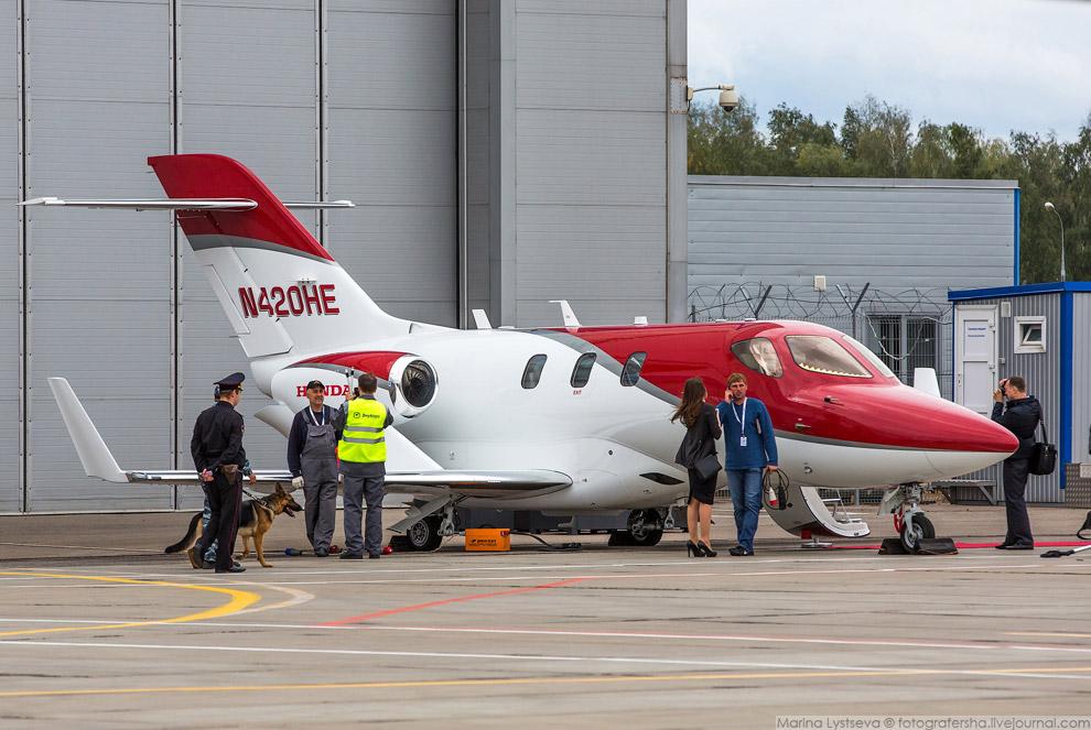 4. HondaJet позиционируется как бизнес-джет на каждый день. Он вмещает до 6 пассажиров и сертиф