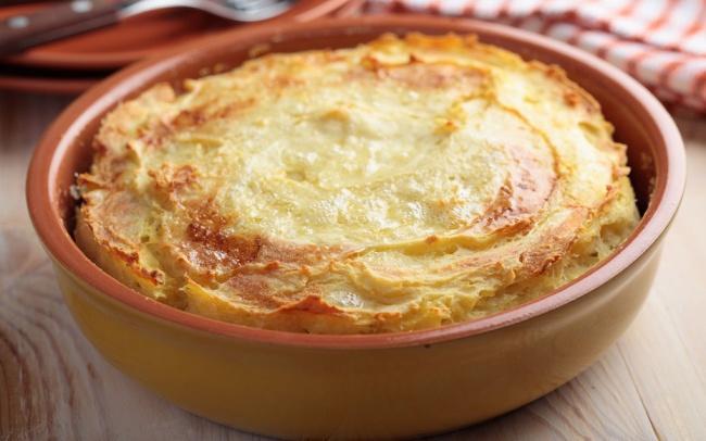 6. Великобритания — пастуший пирог 1 большой лук 2,5 ст. л. сливочного масла 700 г картофеля 2 морко