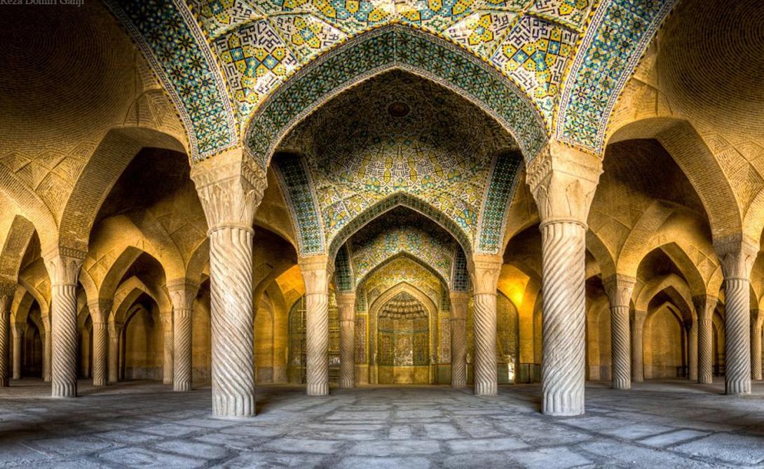 Мечеть Имама, расположенная на южной стороне площади Нагш-е Джахан, была построена еще в 1629 году.