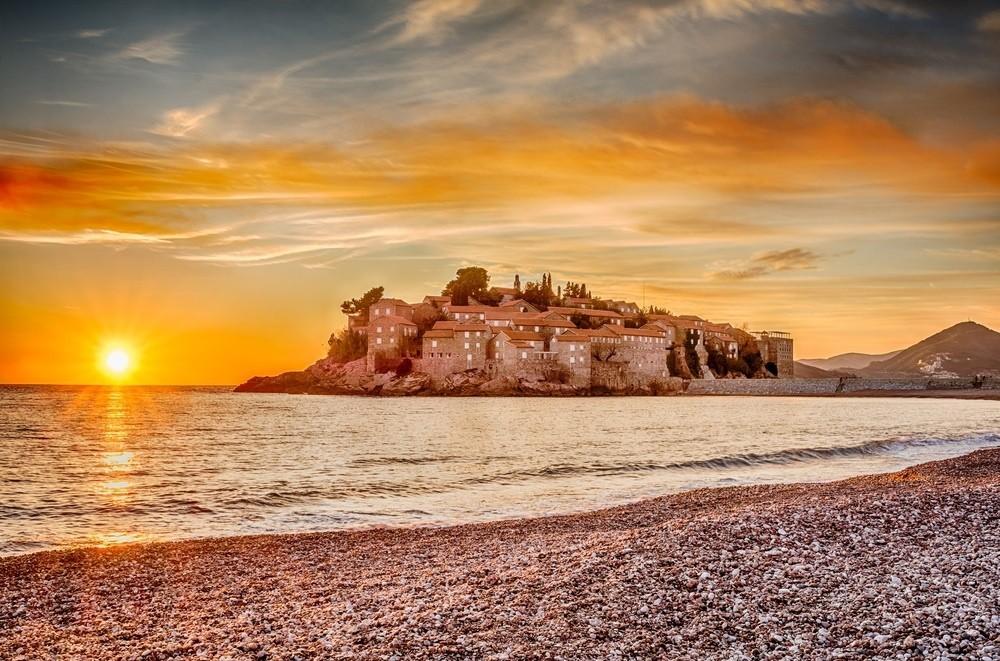 Остров-отель Святой Стефан на Адриатическом побережье. © Dvrcan