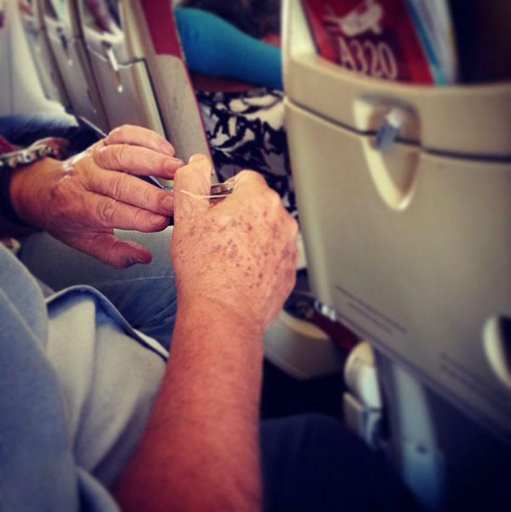 Опасайтесь летающих ногтей.