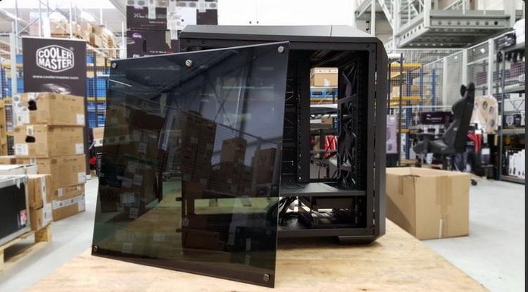 В обоих случаях возможна установка трёх 120-миллиметровых или 140-миллиметровых вентиляторов,