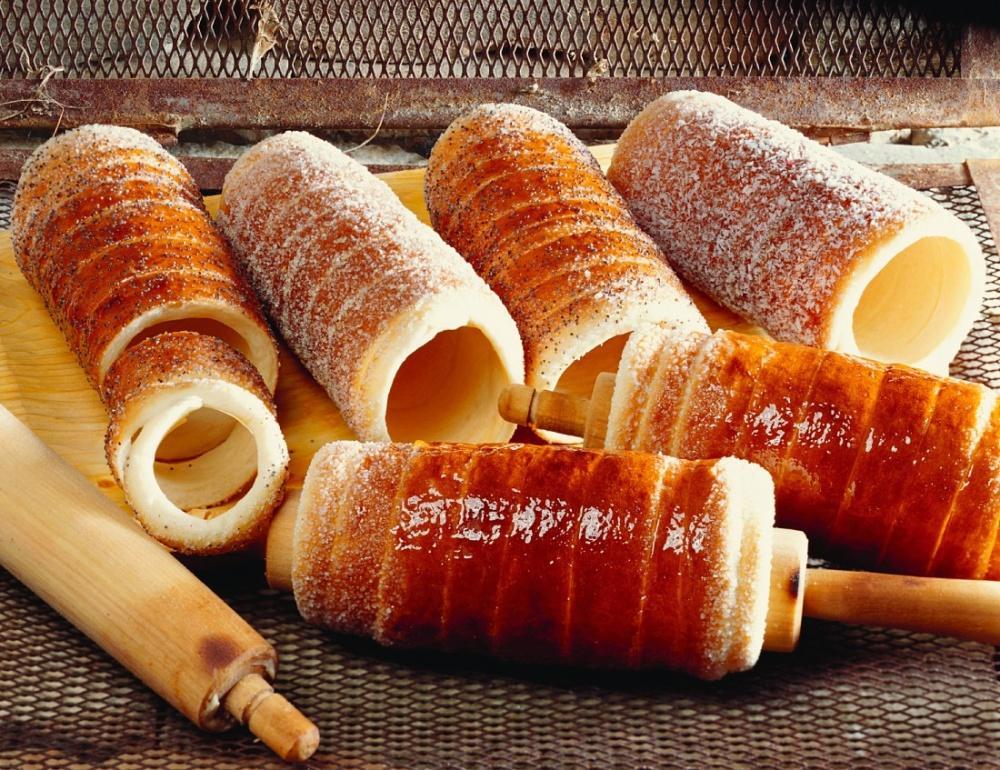 Вместных пекарнях, нагородских рынках иярмарках продается аппетитная инеобычная навид горячая в