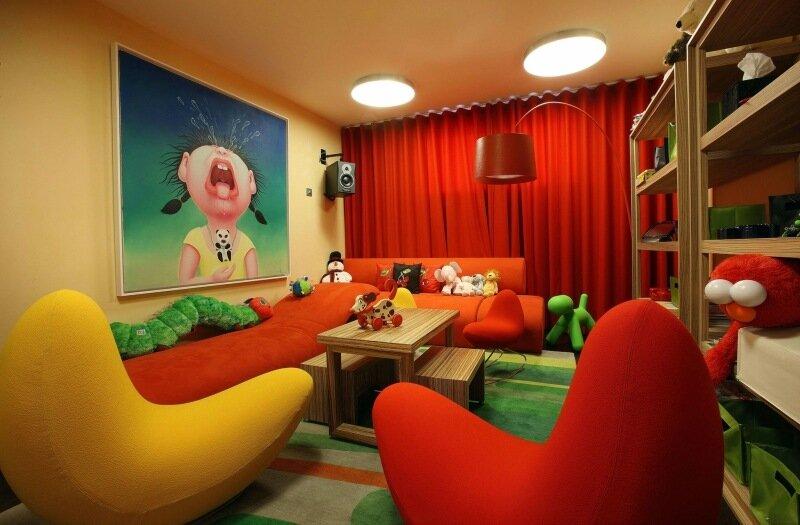 красно-желтая комната