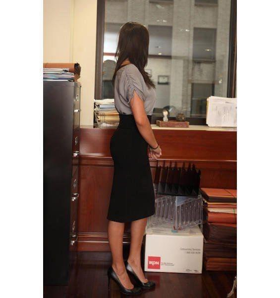 Работницу банка уволили за чрезмерную красоту
